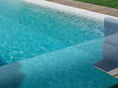 Ontdek de unieke structuur van onze keramische zwembaden