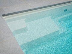 Hoe hou je je zwembadwater kristalhelder?